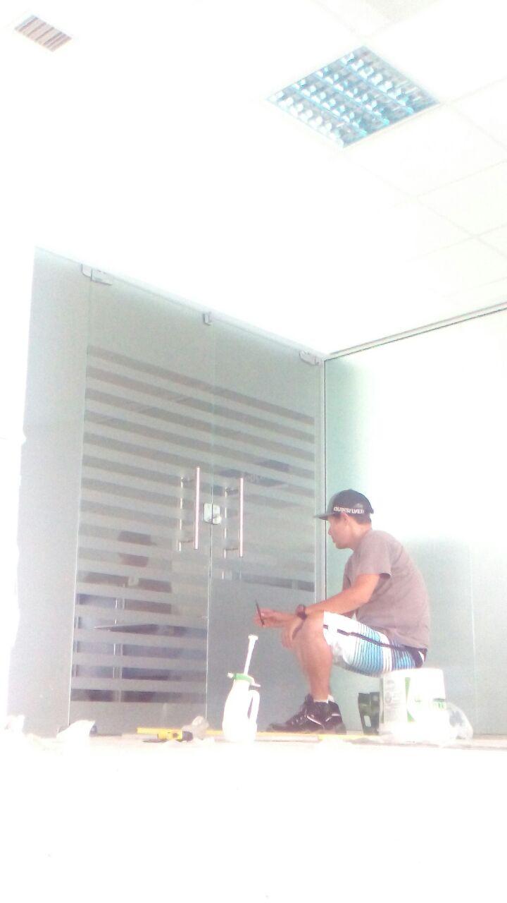 Instalação Película jateada vinil decorativa de segurança